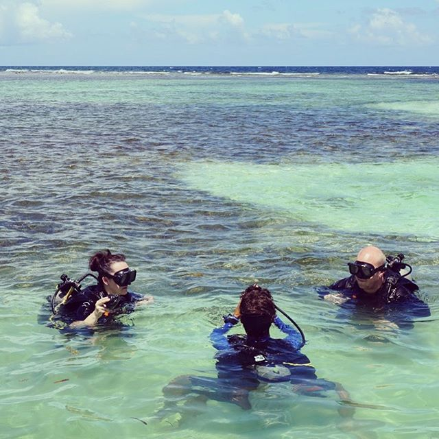 Weekend Vibe 🤸♂️💙 . . . #beach #ocean #staysalty #weekend #diving #scuba #fridayfunday #vibe #weekendvibe