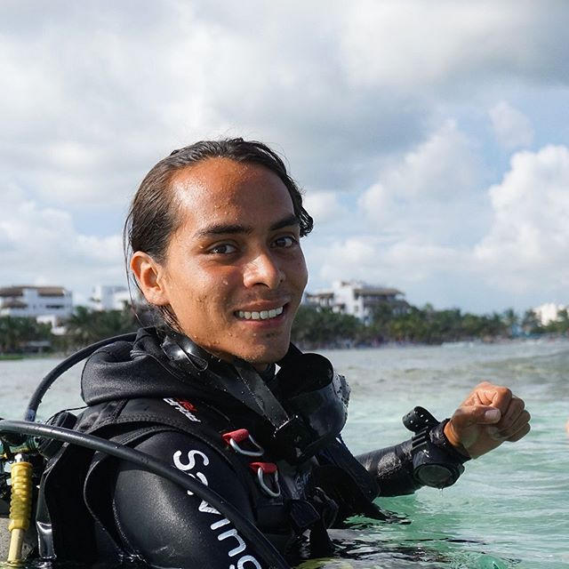 . Meet Uriel, our freshly certified instructor. Congratulation and welcome to the instructor team 👌🍾 . . . #beach #ocean #staysalty #stayhappy #diving #scuba #sundayfunday #vibe #weekendvibe #saltyhair #sandybeach #mexico #happiness #underwaterlife #divemaster #training #captain #dreamteam #photooftheday #staff #instructor