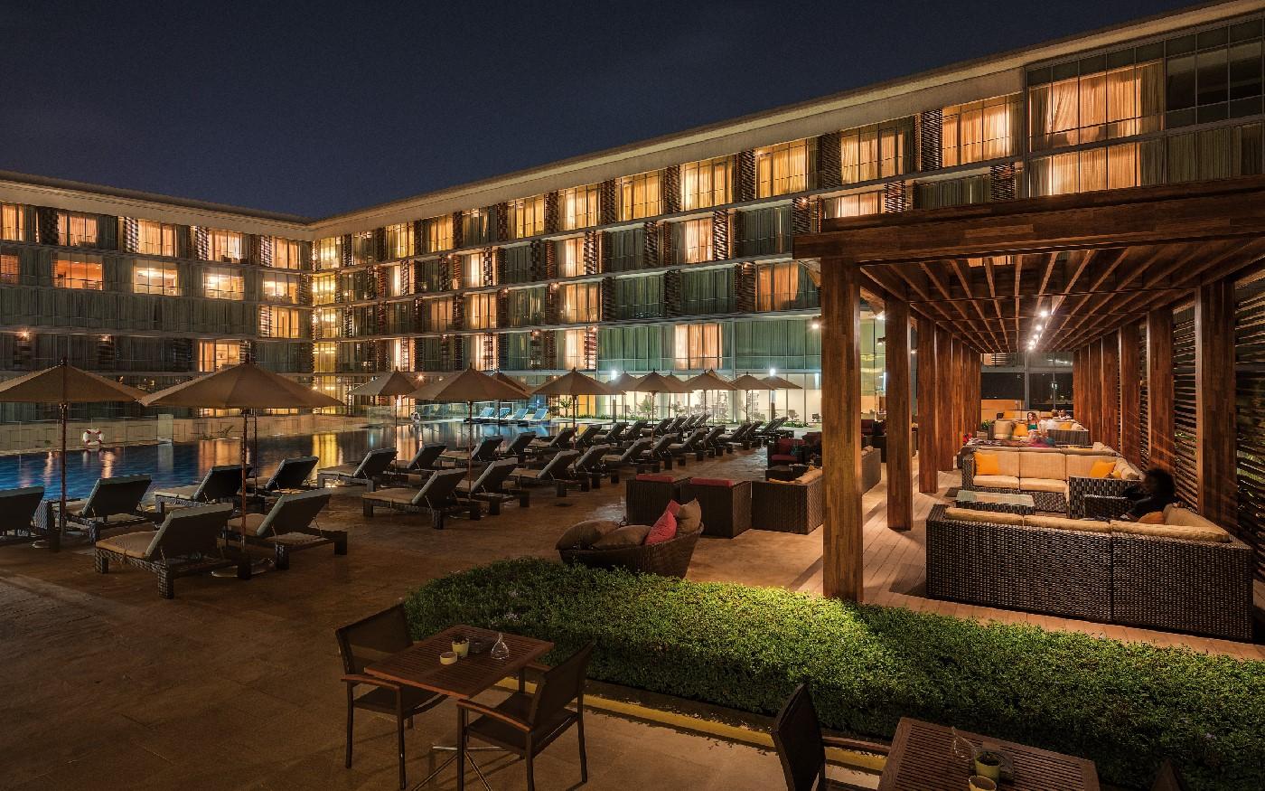 Kempinski Hotel Gold Coast City Accra's pool at night