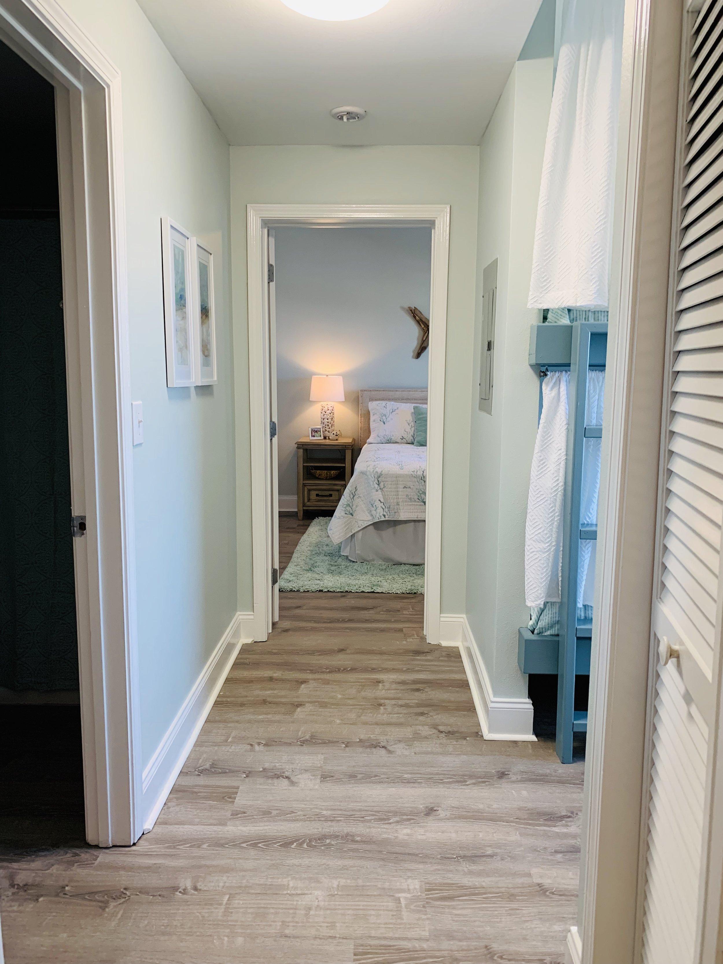 Hallway to guest 2.jpg