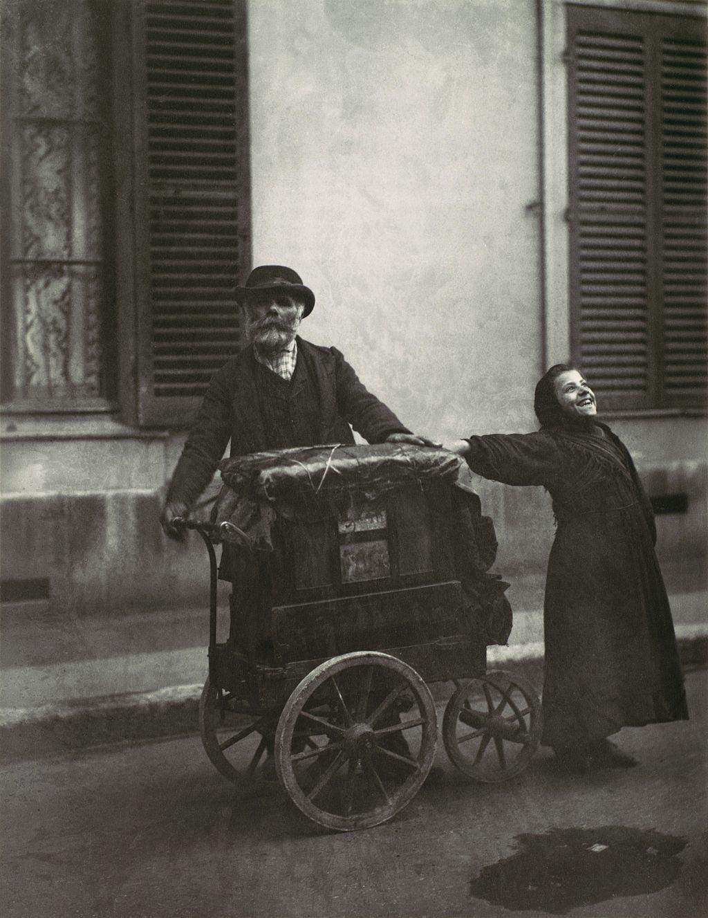 Eugène_Atget,_Street_Musicians,_1898–99.jpg