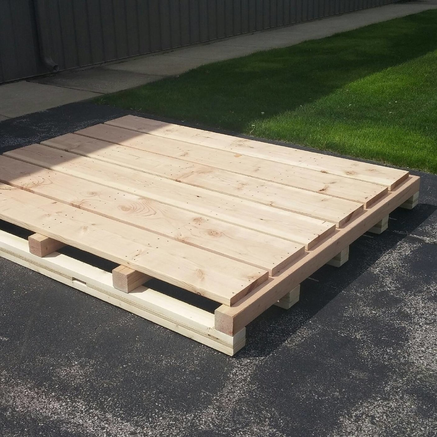 custom Pallets | Custom Skids - Heavy duty, non-standard, wooden pallets and wood skids for any sized job. Domestic or certified for international shipping, (ISPM-15 compliant).If it looks like a grocery store pallet, we don't build it. If it's heavy duty, big or special, we can certainly help you!