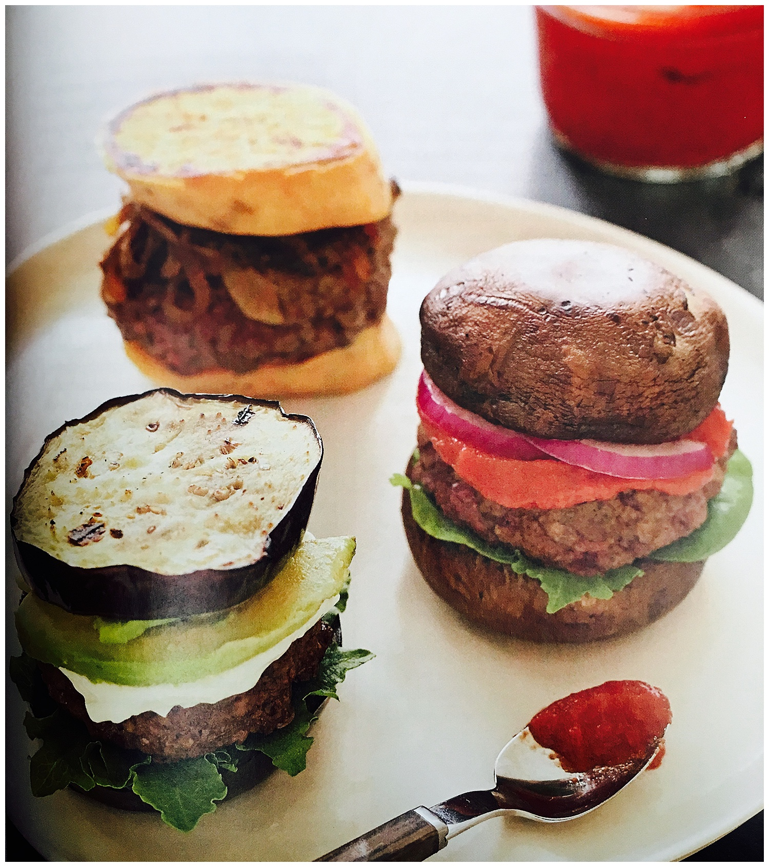 Burgers with veggie buns and home-made kethcup