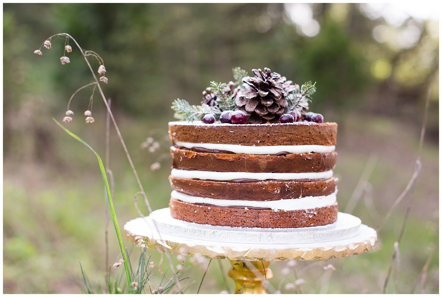 winter-wedding-cake-forest-pinecones.jpg