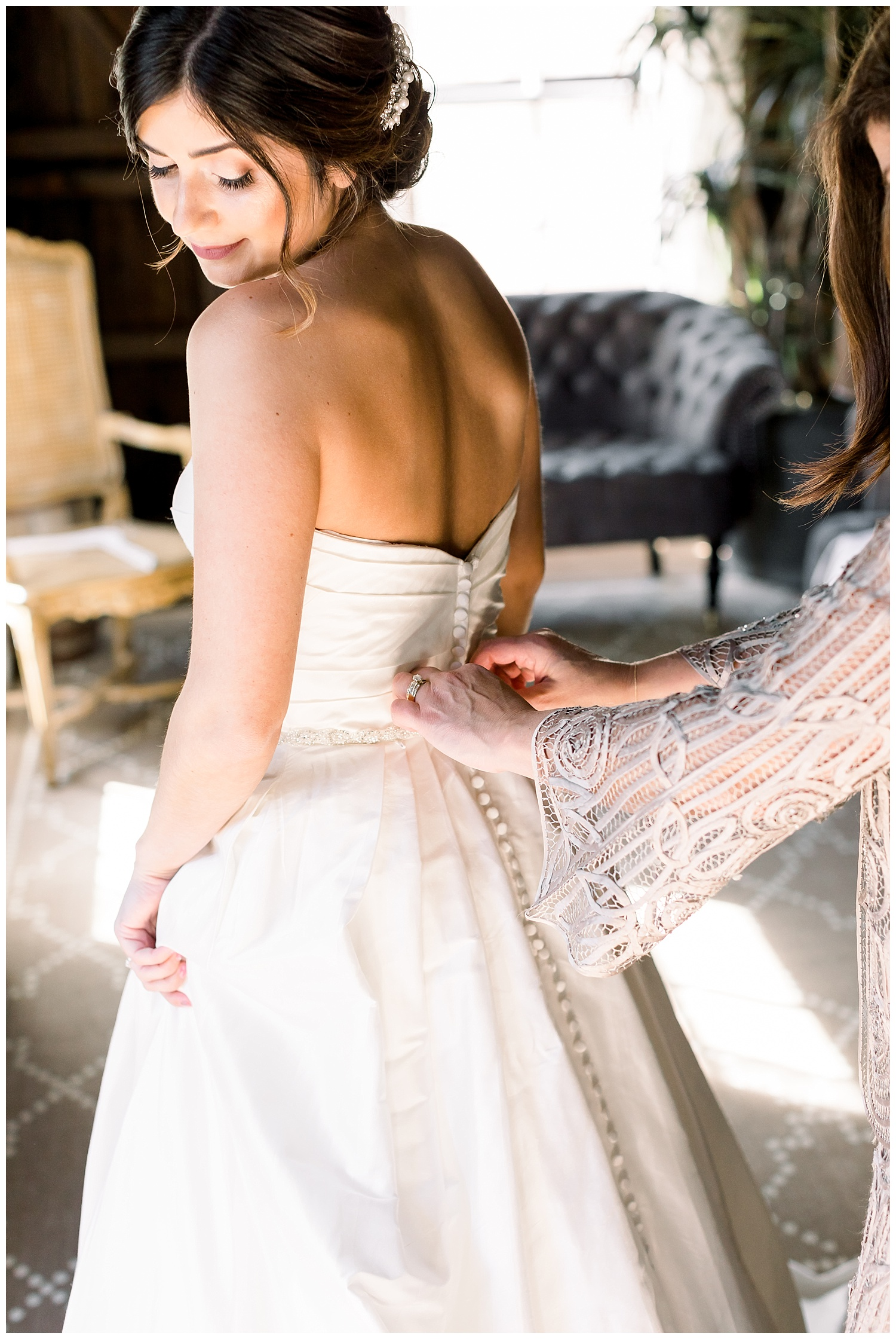the-barns-cooper-molera-bridal-getting-ready-suite-ags-photoart-epiphany-boutique.jpg