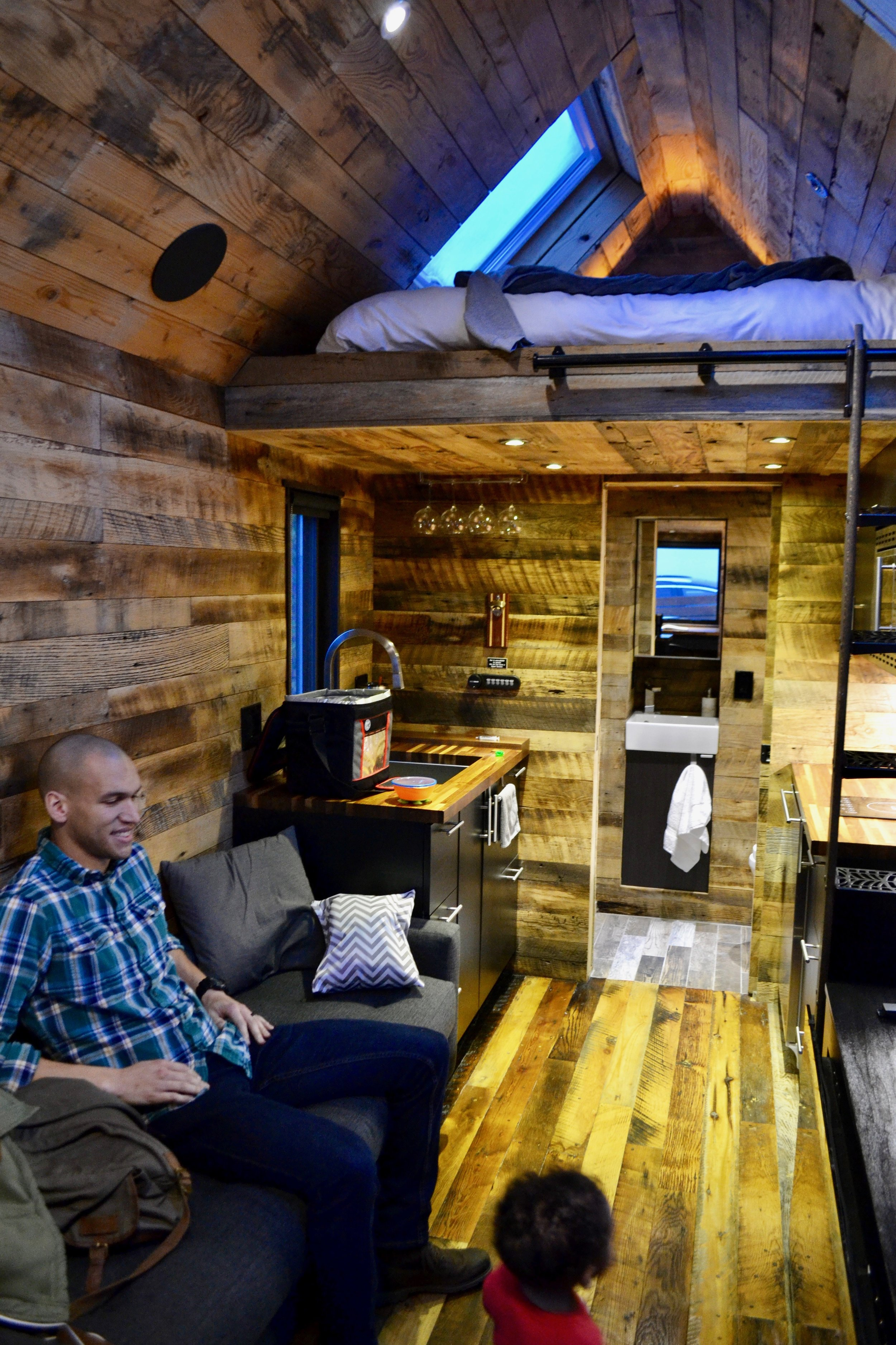The natural wood made it feel so warm & comfortable. Like a modern cabin!