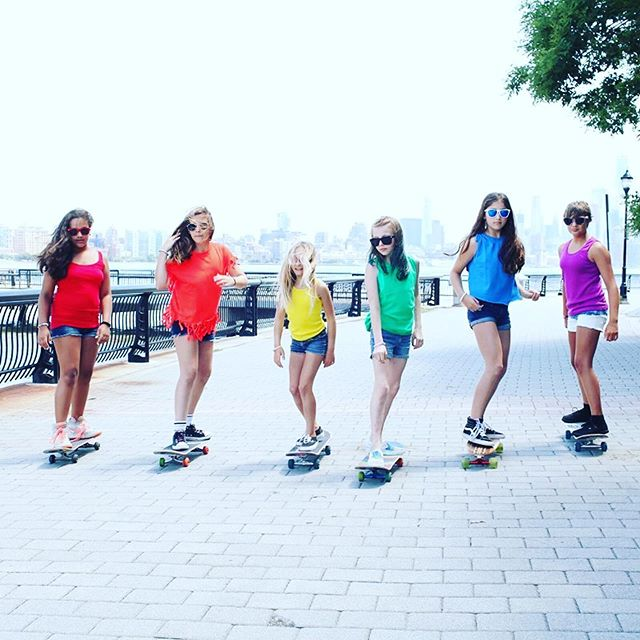 💜💚🧡💛💙❤️ 📸@zoeherishen ・・・ Me & my girl gang showing our support!! Happy #pridemonth to all of my LGBTQ family & friends❣️❣️❣️❣️❣️🌈❤️🧡💛💚💜💙. . . #gaypride #loveislove #skatergirl #skatefamily #girlswhoshred #girlisnota4letterword #bornthisway