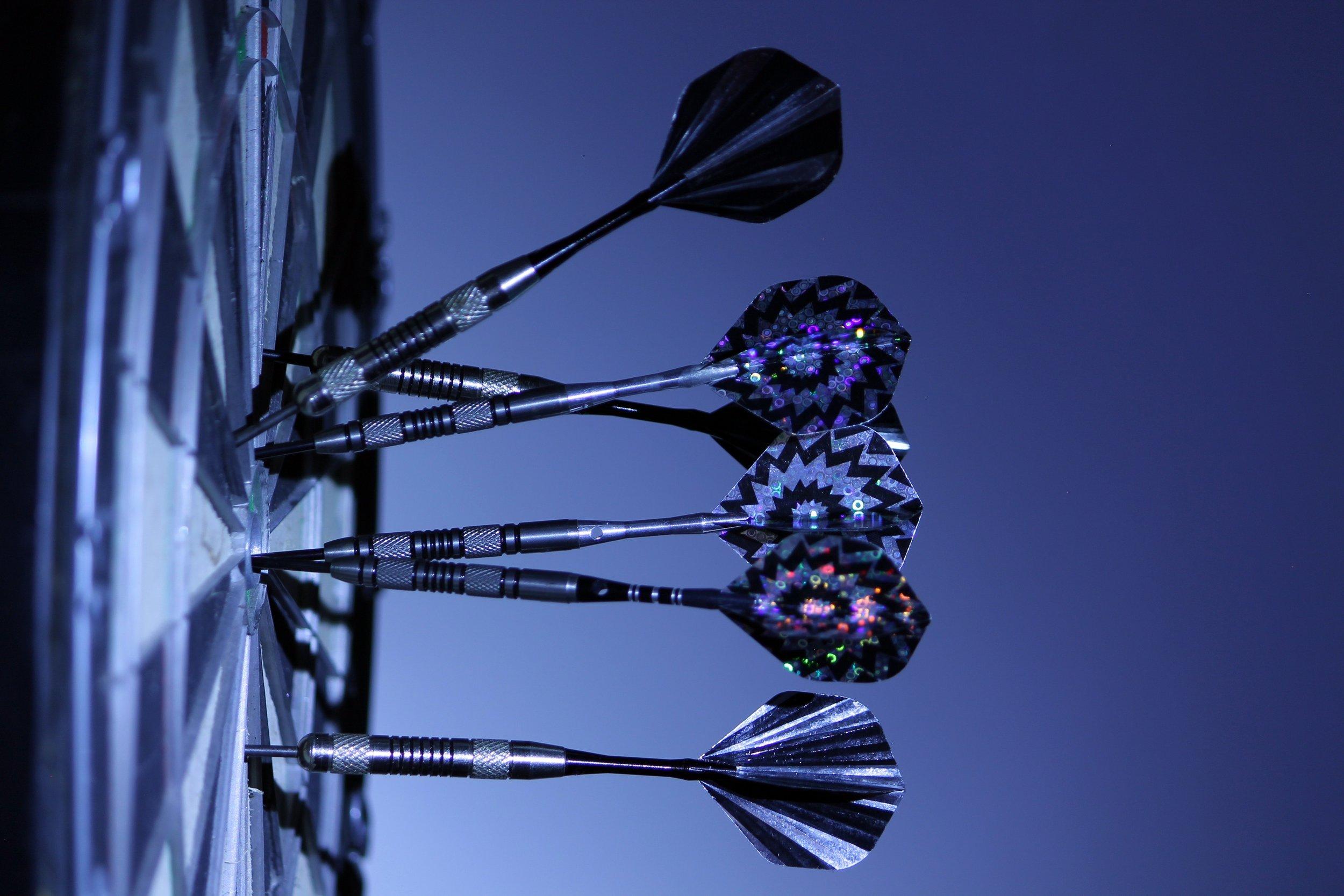 black-and-white-bull-s-eye-dartboard-70459.jpg