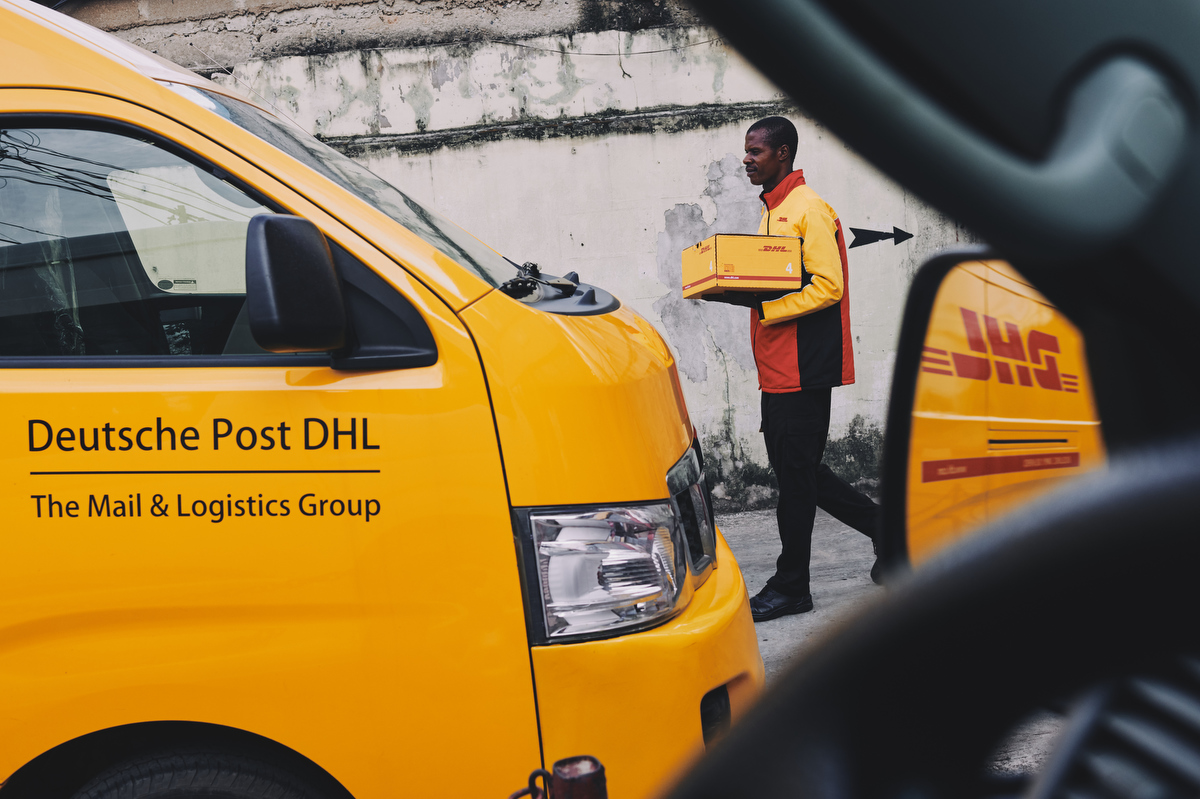 reportage business and corporate photography of DHL by london and yorkshire based portrait and advertising photographer matthew lloyd 0038.JPG