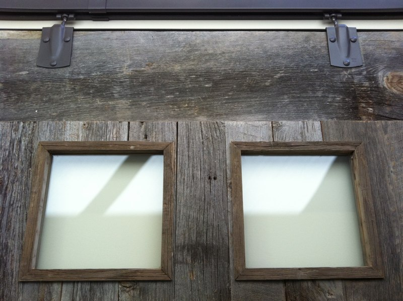 CUSTOM - Sliding barn door (detail)