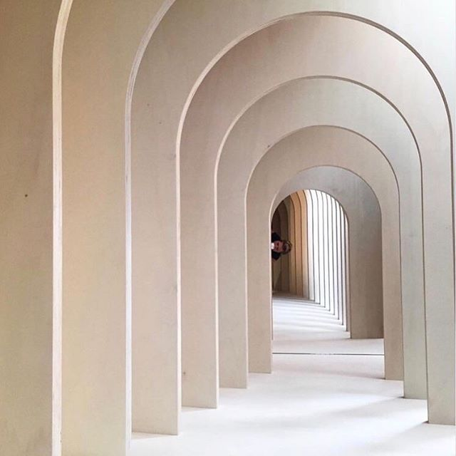It was a busy week and just about now we are loving these beautiful and tranquil images of great architecture featuring arches.  #architecture #interiordesigninspiration #instadesign #interior_design #interior #beautiful #luxuryinteriors