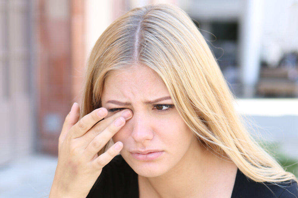 young woman with eye problem
