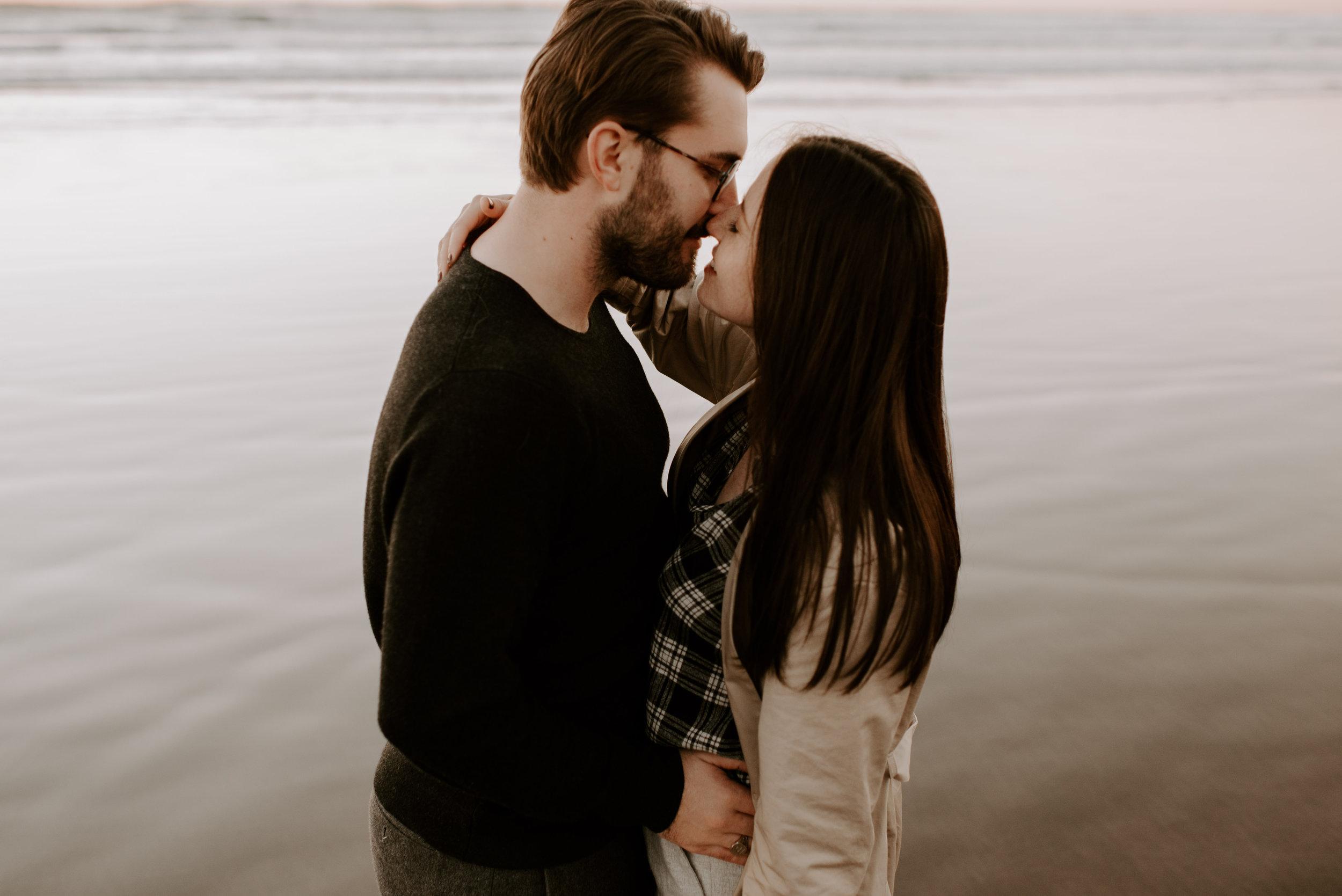 KATIEANDNIC-cannonbeach-couplessession-madelinerosephotographyco-140.jpg