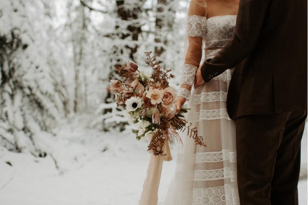 Winter Mountain Elopement Inspiration   Oregon Wedding Photographer