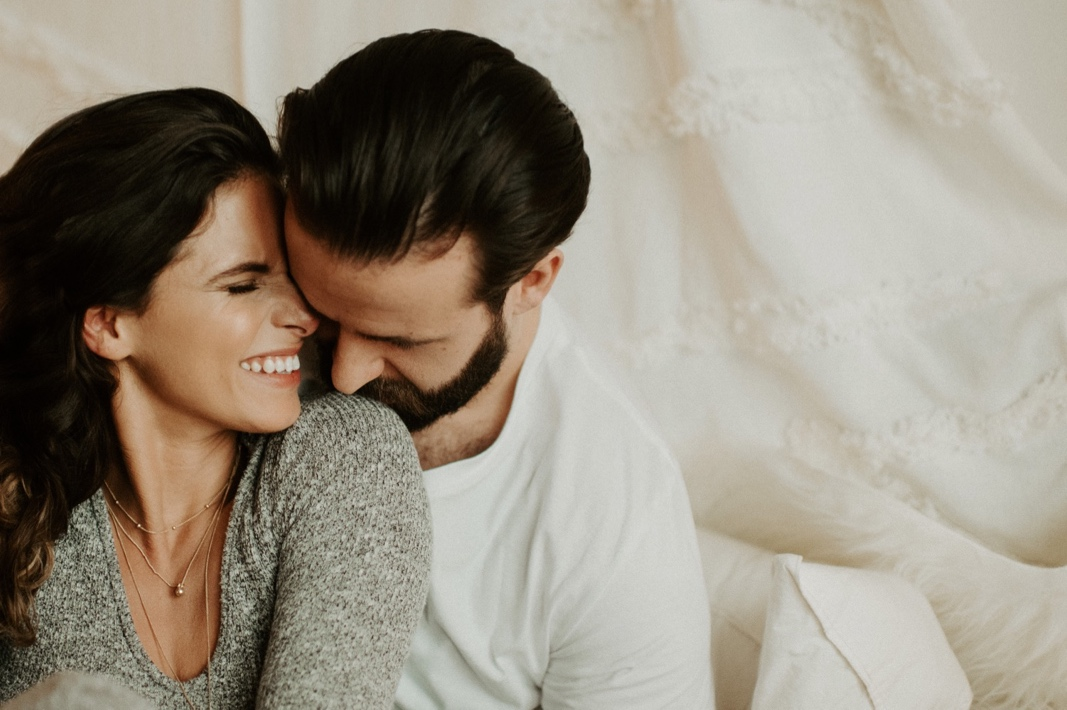 Sarah and Cole's Cozy In-Home Lifestyle Anniversary Session | Oregon Wedding Photographer