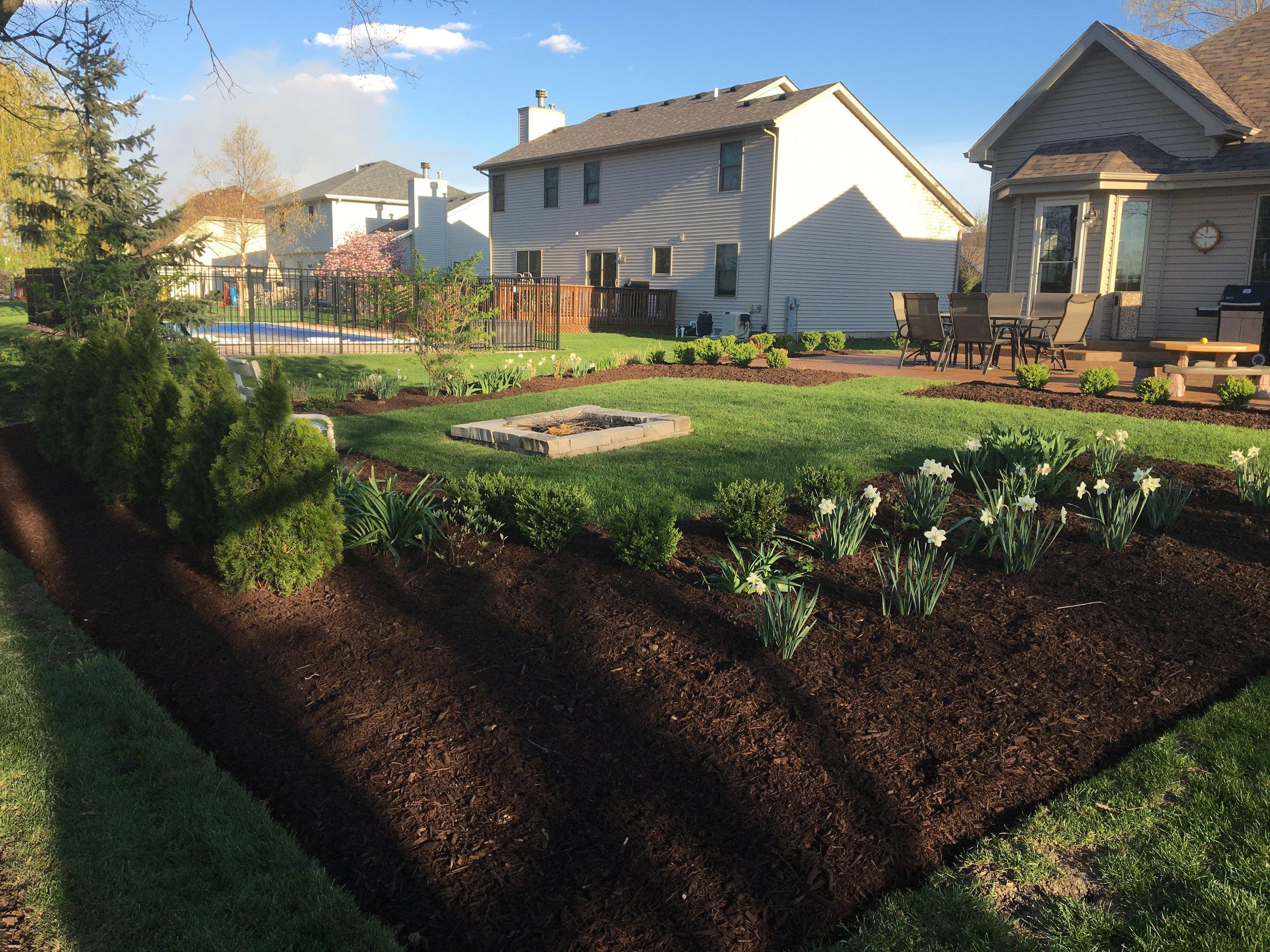 mulch_landscaping.JPG