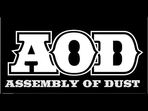 Reid-Genauer-Strangefolk-Assembly-of-Dust-_2954.JPG