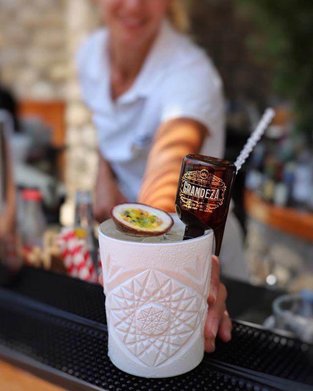 Viva la Pasión ——————— Reposado Tequila, Grandeza, Fresh Passionfruit, Fresh Lime, Agave Nectar