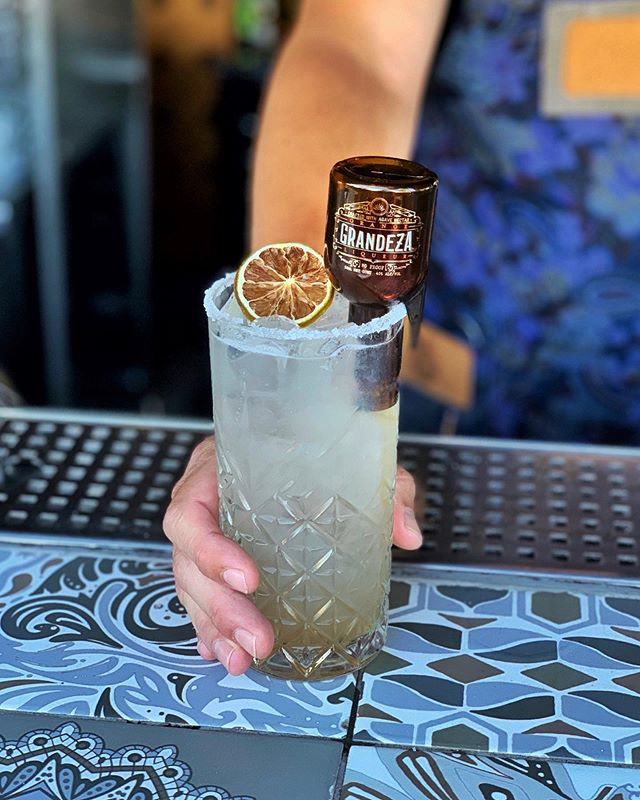 Elevate your Margarita Monday with the Grandeza® sidecar.  Our innovative bottle design meets a premium orange liqueur crafted with organic agave nectar. #mymargamiga