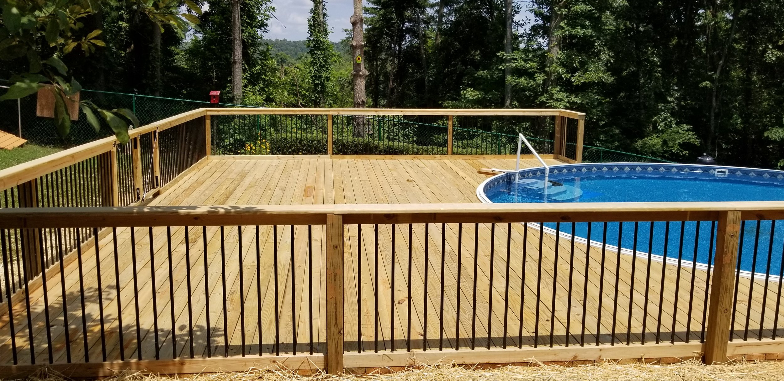 New Round Pool Deck 720 SQ. Feet (Jonesborough, Tn)