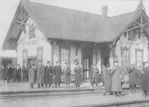 LA GARE DE SAINTE-THÉRÈSE - C'est en 1876 que le chemin de fer arrive au village et donnera un véritable envol économique à Sainte-Thérèse, mais aussi à toute la région puisqu'il deviendra un des plus grands carrefours ferroviaires au Québec.