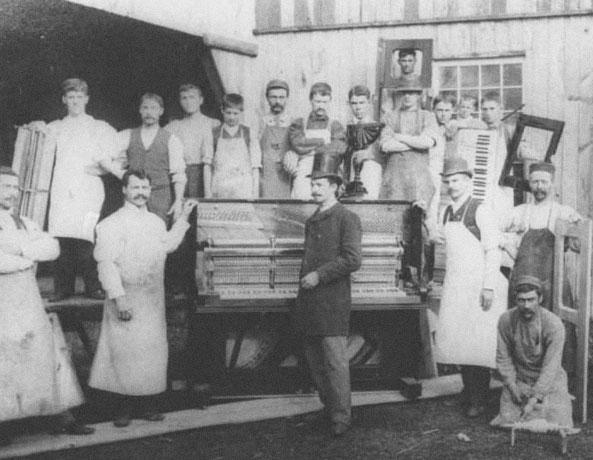 L'INDUSTRIE DES PIANOS - Bien que les orgues Casavant, reconnus encore aujourd'hui mondialement, font la fierté de la ville de Saint-Hyacinthe, vous serez surpris d'apprendre que c'est à Sainte-Thérèse que Joseph Casavant fondera sa première usine dans les années 1890, qu'il opéra pendant plus de 20 ans au village avant de déménager en Montérégie. La réputation internationale des pianos de Sainte-Thérèse deviendra un symbole encore plus fort du village, avec l'arrivée d'autres joueurs importants, dont les pianos Foisy, Quidoz, Willis et Lesage.