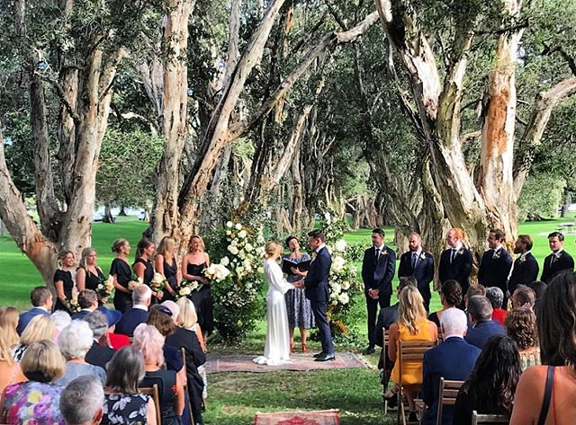 Saying 'I Do' with the Paperbarks 🌳 💚 🌳 #centennialpark #destinationwedding #sydneywedding #sydneystylist #ceremony #bride #groom #outdoorceremony #vintage #paperbark