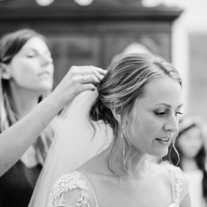 LOVE | being there in those final moments ✨ making sure you look and feel like the stunning bride you are 🙏🏼💕