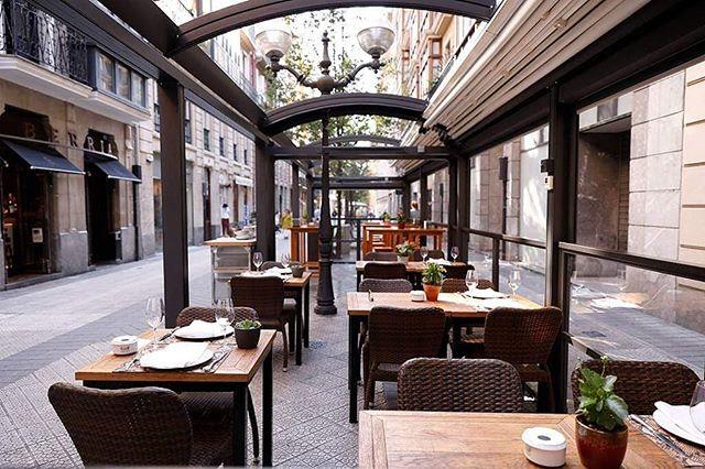 Haga frío o haga calor no podemos negar que somos de terracitas. Siempre son una buena opción para comer o tomar algo 😄 En Bilbao Berria, disponemos de terraza adaptada para verano y para invierno. ¡Ven a disfrutarla! ☀️❄️🍻 * * #BilbaoBerria #GrupoBilbaoBerria #Barcelona #Bilbao #Restaurantes #BarcelonaRestaurants #RestaurantesBCN #RestaurantesBilbao #Pintxos #PintxoPote #Tapeo #Terrazas #Terraceo #Gastronomía