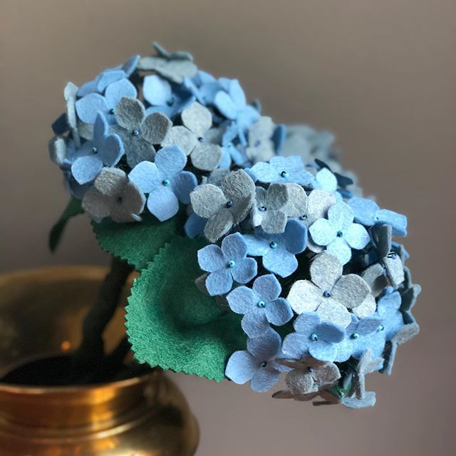 The hydrangeas in my garden haven't bloomed yet, so I made some that I won't have to wait for. Or water. Or prune. 🤷🏼♀️ . . . #feltflowers #feltflowershop #hydrangea #weddingflowerinspo #fauxflower #fauxflorist #feltflorist #blueflower #summerweddingflowers