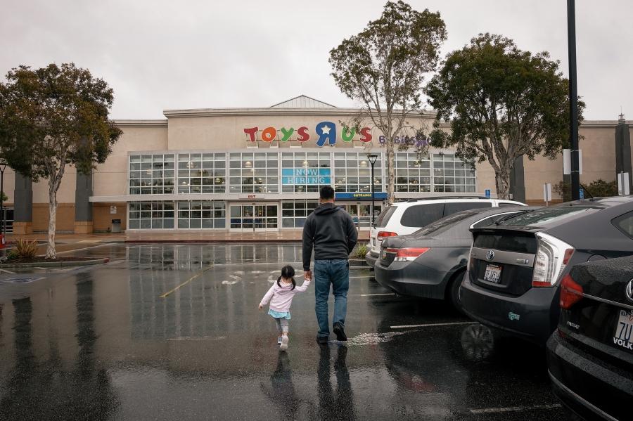 Flores Family Toys R Us - Bay Area Family Photographer 1.jpg