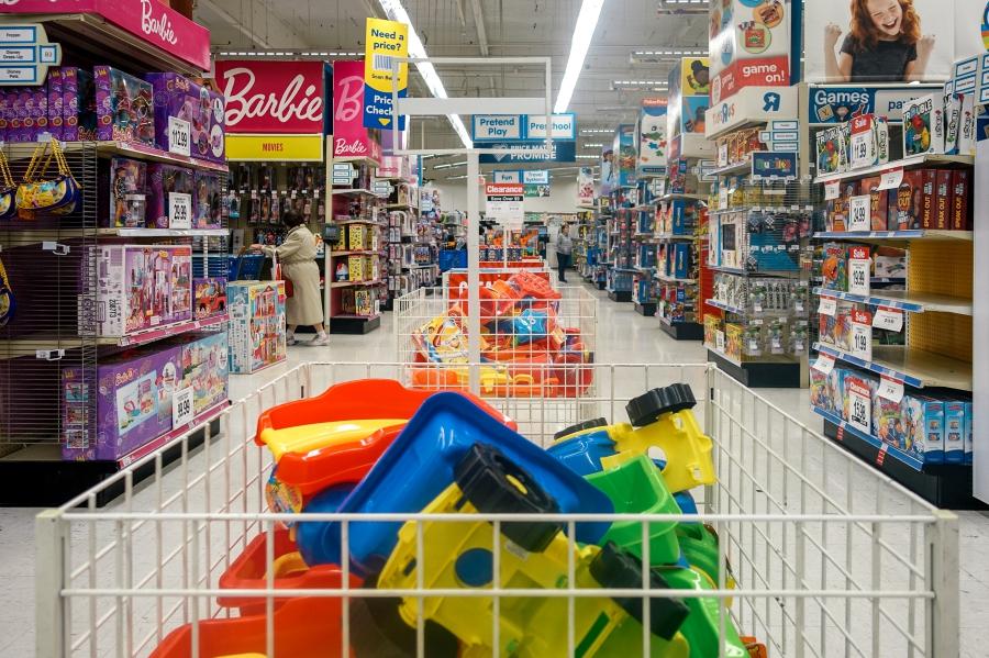 Flores Family Toys R Us - Bay Area Family Photographer 3.jpg