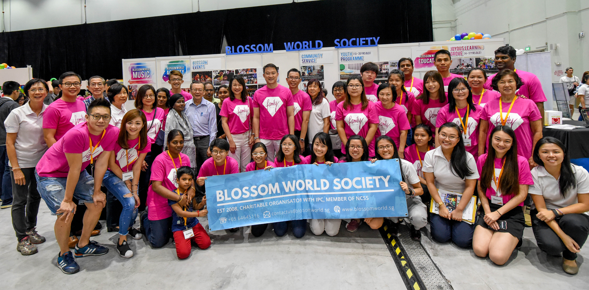 Dr Lam Pin Min with Blossom World's volunteers and Staffs