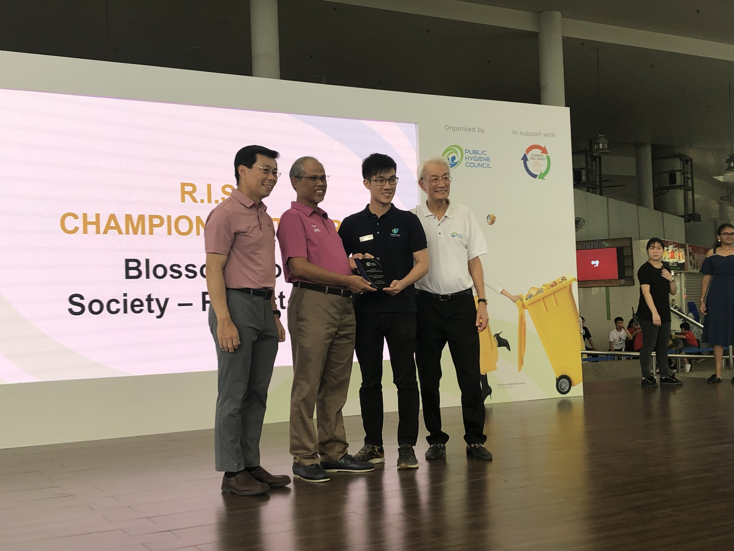 Minister Masagos, Minister for the Environment and Water Resources, graced the event and presented our youth leader, Jeremy, with a token of appreciation for Project C.P.R.'s efforts in cleaning up the environment.