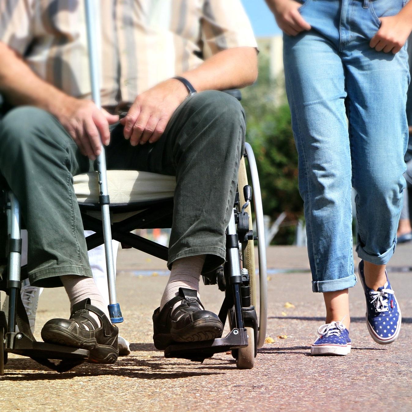 wheelchair-1629490_1920.jpg