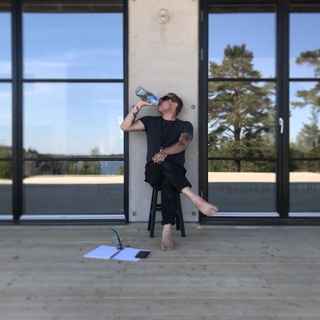 Crazy architect Photo - @hapchitsut . . . #architecture #architect #crazy #reflection #concrete #design #concretedesign #architecturelovers #architecturephotography