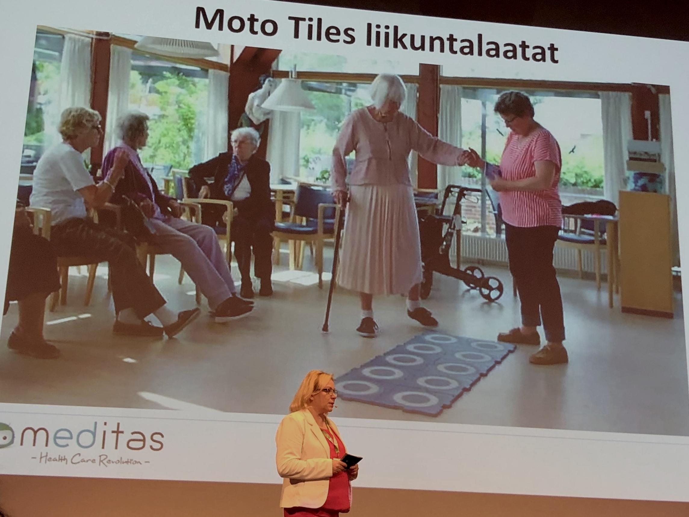 Hyvinvointiteknologian tuotteet esillä TERVE-SOS -tapahtumassa Oulussa. Kuvassa esiintymisvuorossa Minna Laine Meditas Oy:stä.