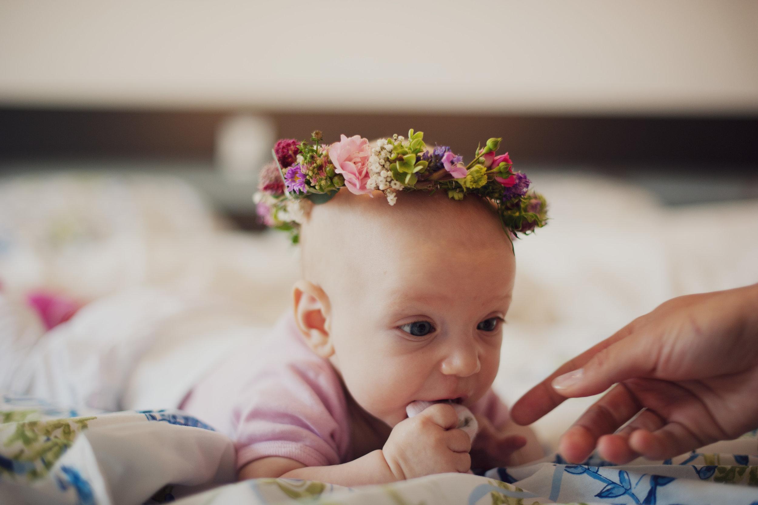hochzeit-blumenkranz-neugeboren-baby-kind-taufe.jpg