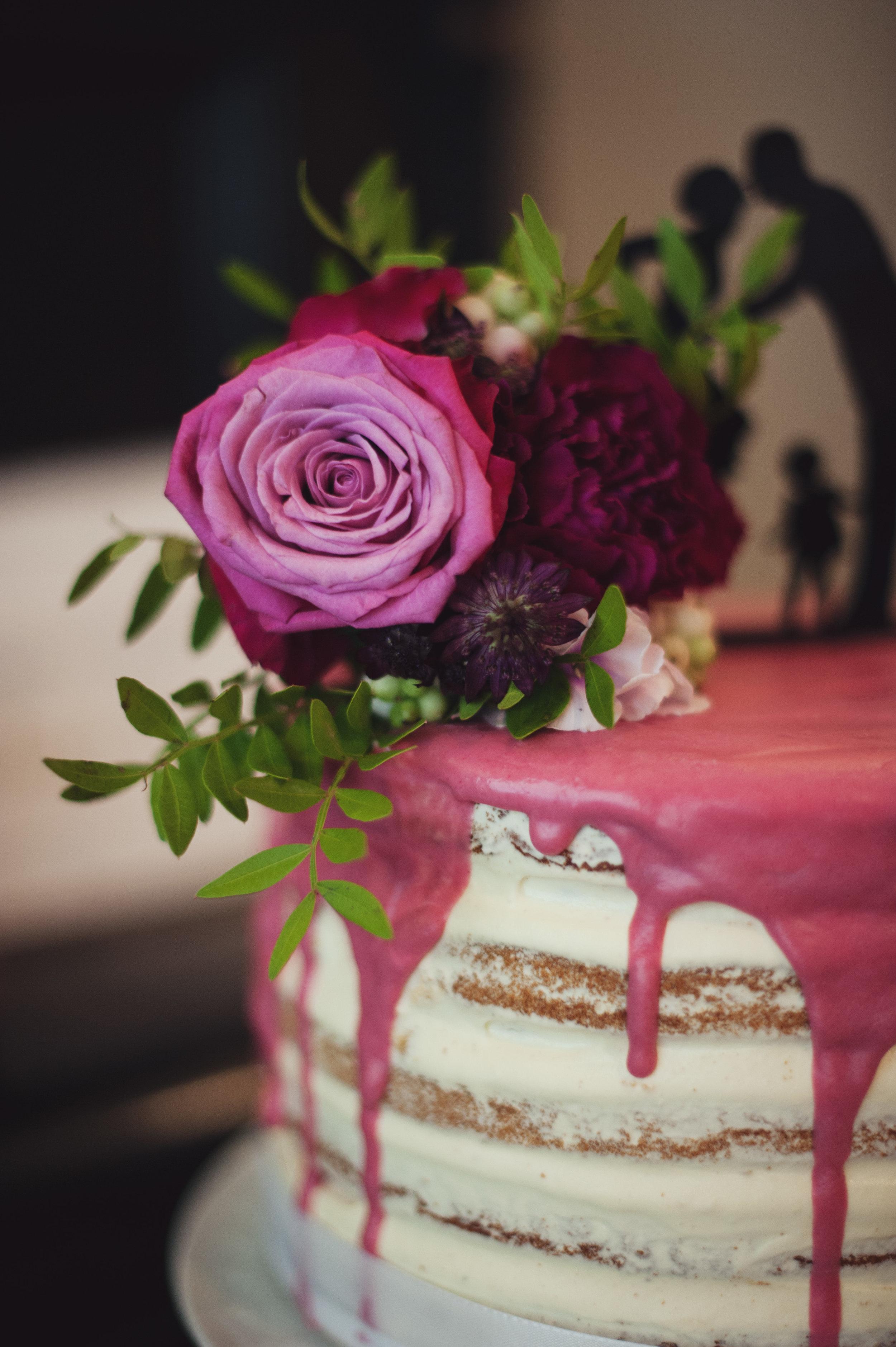 hochzeit-torte-schicht-rosen.jpg