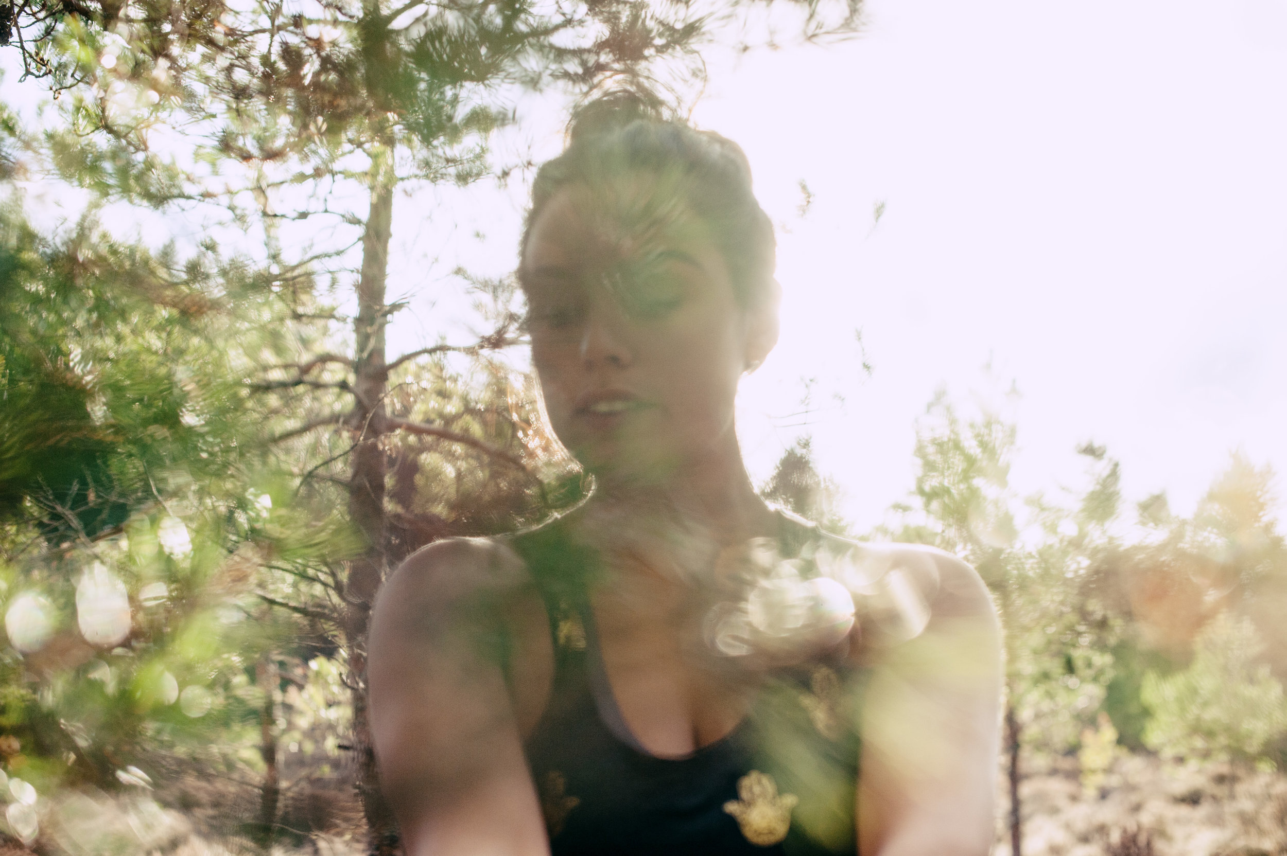 yoga-portrait-schottland-wald.jpg