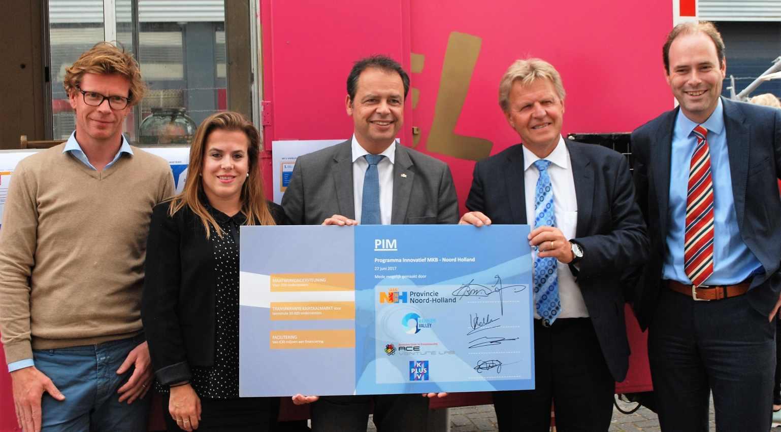Van Links naar rechts Joost Reimert (ACE) Valerie Vallenduuk (Haarlemvalley) Jack van der Hoek (Gedeputeerde Provincie Noord-Holland) Jaap Bond (Gedeputeerde Provincie Noord-Holland) en Edwin Netjes (KplusV)