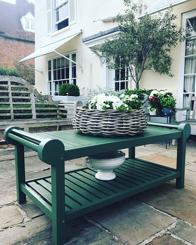 A painted Lutyens coffee table ..... pretty, practical and pocket friendly! A bit of research beginning with eBay!! Outdoor coffee tables are hard to find.... #ebay #lutyens #alihamiltonexteriors #outdoorliving #outdoorfurniture