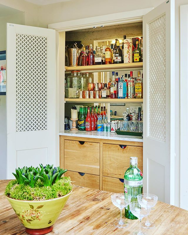 💚 Bank holiday essentials covered plus . . . master carpentry, antique mirror & ocd organisation topped with a little soft lighting. Beautiful doors to hide when not in the mood . . . looking good open & closed. A previous much loved project still going strong!! 🤩 🍸 🍋 #happybankholiday #drinkscupboard #bar #ocd #mastercarpenter #interiorstyling #interiordecoration #interiordecorator #tanqueraygin #hyacinths #antiquemirror