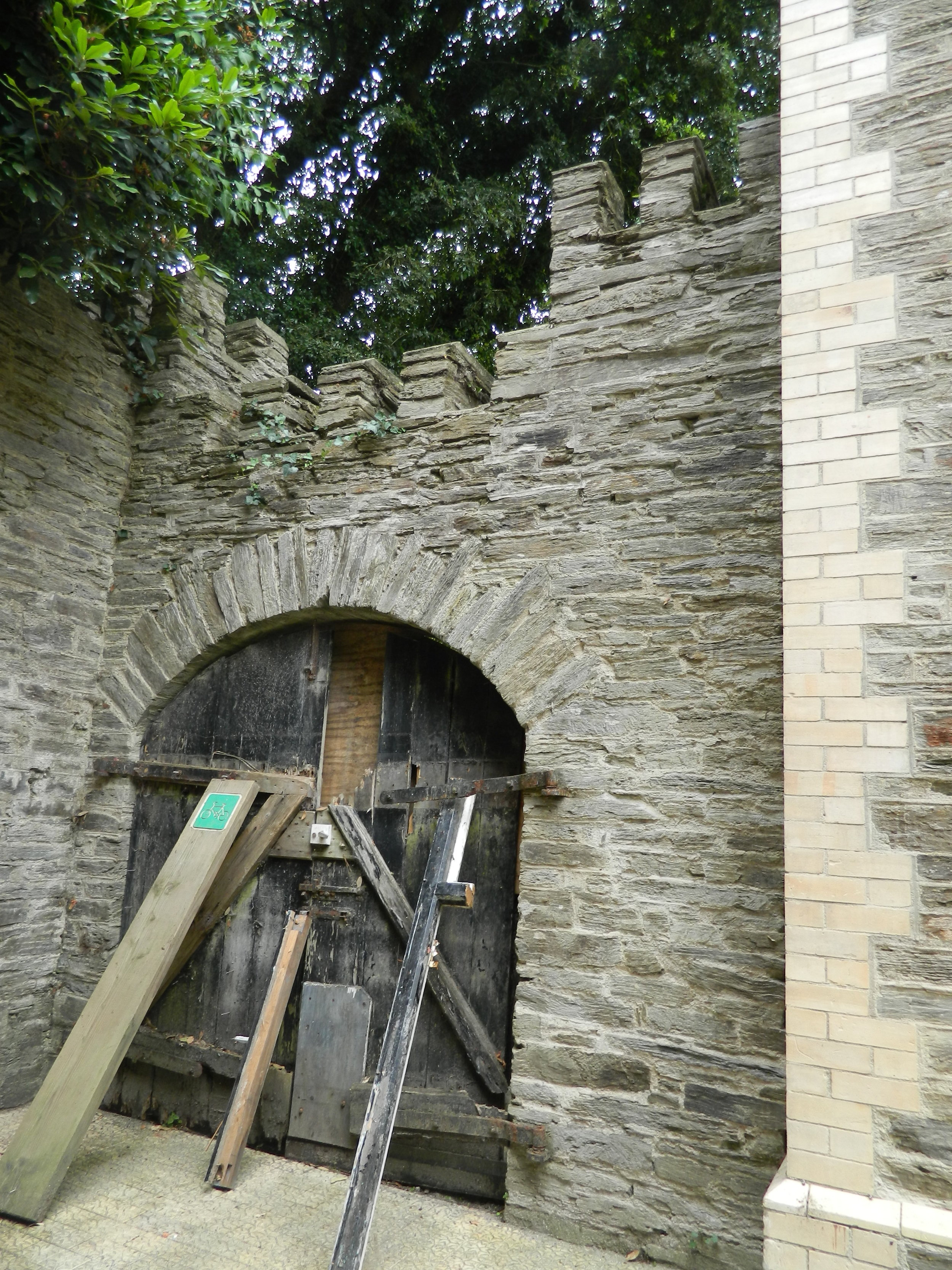 The  Crag - Inside courtyard side elevation.jpg