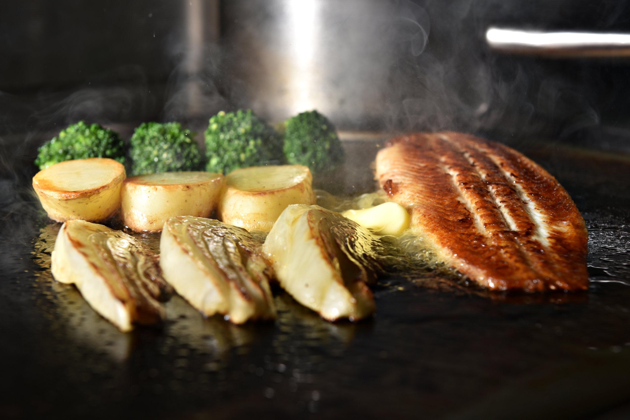4 dome sur mer seafood schaal schelp kreeft restaurant bistro antwerpen frederic chabbert michelinstar bart albrecht tablefever.jpg