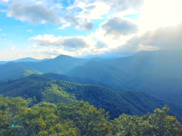 A view from the Green Mountain Lookout high up on the Blue Ridge Parkway