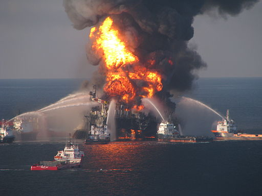 512px-Deepwater_Horizon_offshore_drilling_unit_on_fire.jpg