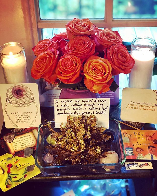•✨New moon in Virgo vibes✨• New moons are for setting intentions. I have a monthly ritual that I practice for each new moon, which includes buying myself flowers, opening my Rose of Jericho (it's a pretty dope manifestation plant...it literally resurrects itself over and over), creating an intention for the new moon cycle, and pulling cards to give me guidance on how best I can lean into the work I'm calling in for myself. I light the candles and change the water of my Rose of Jericho nightly up until the full moon...at which point I dry it out again and let it rest as a symbol of surrendering and letting go. I use the 'holy water' and petals from the flowers for ritual baths throughout the month as a way of honoring myself. Virgo is the self healer and I am very excited to dive deeper into it's goddess energy as I've become so intimate with my own power to heal myself through listening to my body, intuition, and life force in the past year or so. My intention for this month is to practice expressing my hearts' desire and soul calling through my thoughts, words, and actions with authenticity, grace, and faith. The cards that I pulled could not be more appropriate. So much about forgiveness and releasing blame...myself and others...which is the root of all healing...and I'm so here for it. This is what my spiritual practice looks like. It's pretty magical. • ✨🌗🌘🌑🌒🌓✨