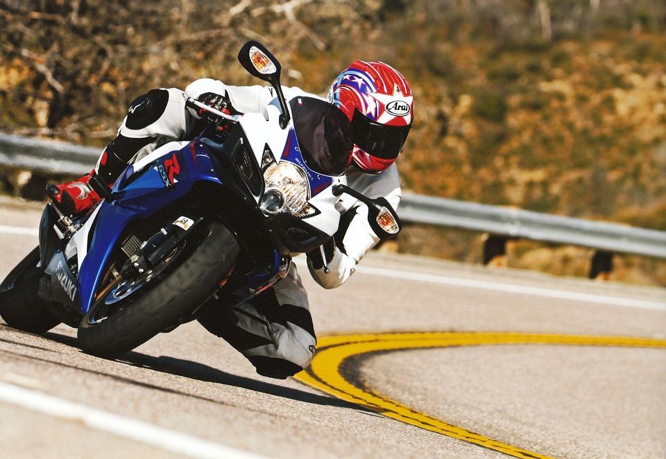 motorcycle-1401645_960_720.jpg