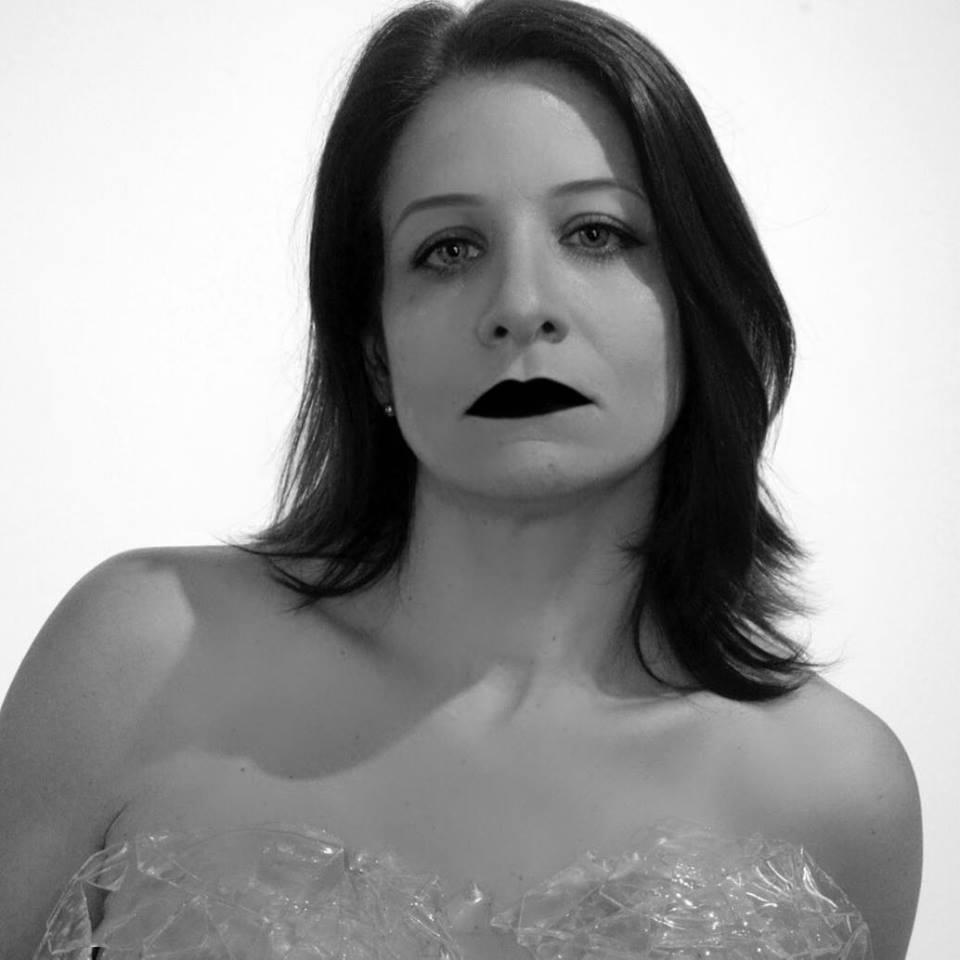 """SAVE THE DATE 17/12 Grande mostra """"Através do Vidro"""" Foto e obra Marcia  Márcia Lima  Vamos transformar o ano de 2017 no ano de combate a violência contra a mulher! Cada um de nós é responsável pela mudança, porque a omissão também é uma covardia. Essa violência tem que acabar e só depende de nós.  #violenciadomesticanao  #mulheresfortes  #mulheresreais  #violenciacontramulher  #meucorpominhasregras  #mecheucomumamecheucomtodas  #18X1  #umavitorialevaaoutra  #onumulheres  #empoderamentofeminino  #elesporelas  #8M  #porunplaneta5050  #respeitaasmina  #dialaranja  #agostolilas  #leimariadapenha  #denuncieviolenciacontramulher"""